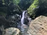 erfrischendes Bad im Wasserfall