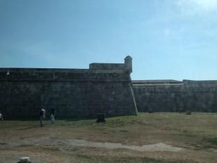 Der erste Blick auf Cartagenas Stadtmauer - sieht aus wie Valletta!