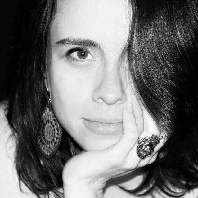 """Atriz e produtora.Mestre em Pedagogia do Teatro (2009) com a dissertação """"Mitopoéticas do Corpo"""" e Bacharel em Interpretação Teatral (2005), ambos pela Universidade de São Paulo ECA/USP. Seus trabalhos mais recentes no teatro como atriz foram""""Anaïs Nin à flor da pele"""", direção de Aline Borsari do Théâtre du Soleil (3 temporadas em São Paulo e circulação Brasil e  França - participou do Festival de teatro internacional Festival MigrActions em Paris)""""A Casa de Bernarda Alba""""- leitura dramática musical - direção Maria Thaís (Itaú Cultural - Ocupação Laura Cardoso 2017),""""Floema"""" de Hilda Hilst, direção: Donizeti Mazonas (ProAC de montagens inéditas - Teatro Viga - 2016),""""Vestir o Pai""""de Mário Viana (Teatro Augusta, 2016),''Selvagens. Homem de olhos tristes'' dirigido por Hugo Coelho no Club Noir (2014)e""""O Unicórnio"""" de Hilda Hilst, dirigido por Christina Trevisan – 2014. Nocinemaparticipou dos longas: """"Amador"""" e """"À procura de Borges"""" – ambos Direção: Cristiano Burlan (2016) e da série de TV """"A Vida Alheia"""" da Tv Globo (2010). Ministra aulas desde 2005 nas Oficinas de Teatro do TUSP (2005-2006), Interpretação em Teatro Musical e Laban no Projeto do Sesi - Fiesp (2013-2014), dança e vídeo-dança (Cinemateca e biblioteca Lenryra Fraccaroli no projeto 60+ da Via Gutemberg), workshops """"Escrituras Corpo/Texto Desejantes na Oficina Cultural Oswald de Andrade (2017). Diários Dançados - biblioteca Lenryra Fraccaroli (2019).  Atualmente ministra aulas de corpo, voz e interpretação teatral na Oficina de Atores Nilton Travesso."""