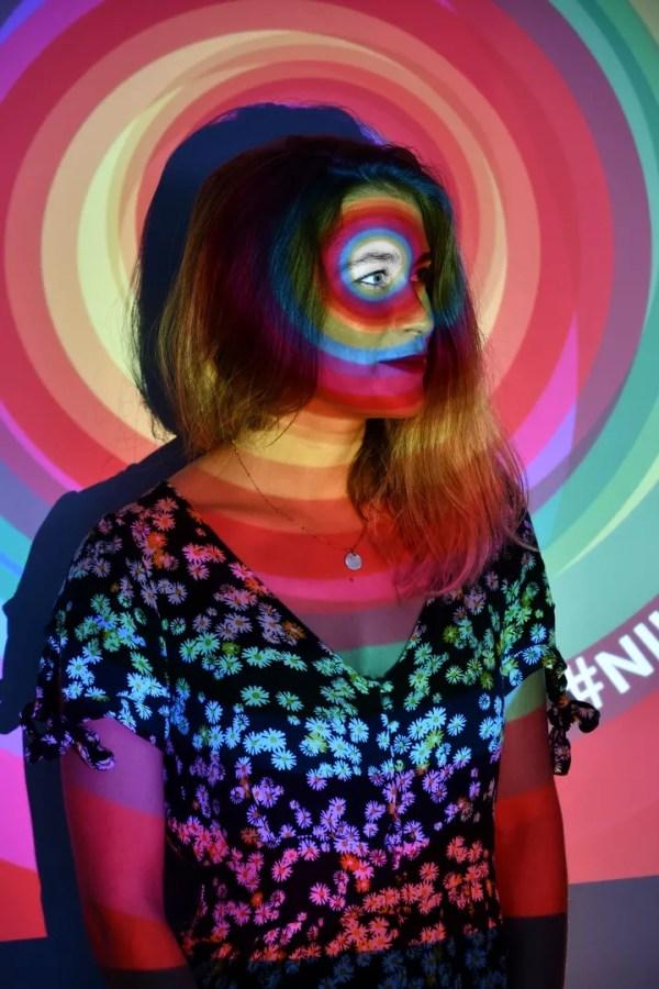Portrait artistique avec projection de filtres