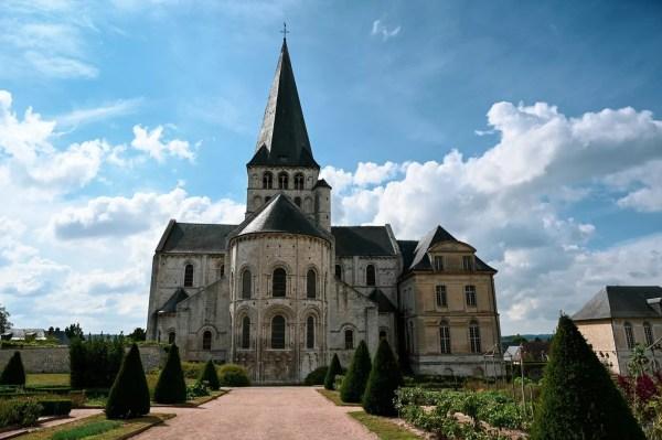 L'abbaye vue depuis les jardins
