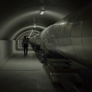 Conversazioni Atomiche screenshot del film documentario nel tunnel del progetto Virgo