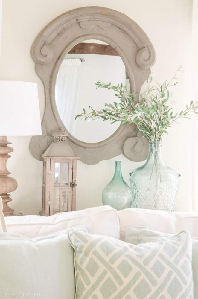 Light & Bright Cottage Family Room- Modern Farmhouse Home Tour | Nina Hendrick Design Co. | Follow along as a 1980s colonial fixer upper gets a complete DIY makeover and is renovated to reflect modern farmhouse charm.