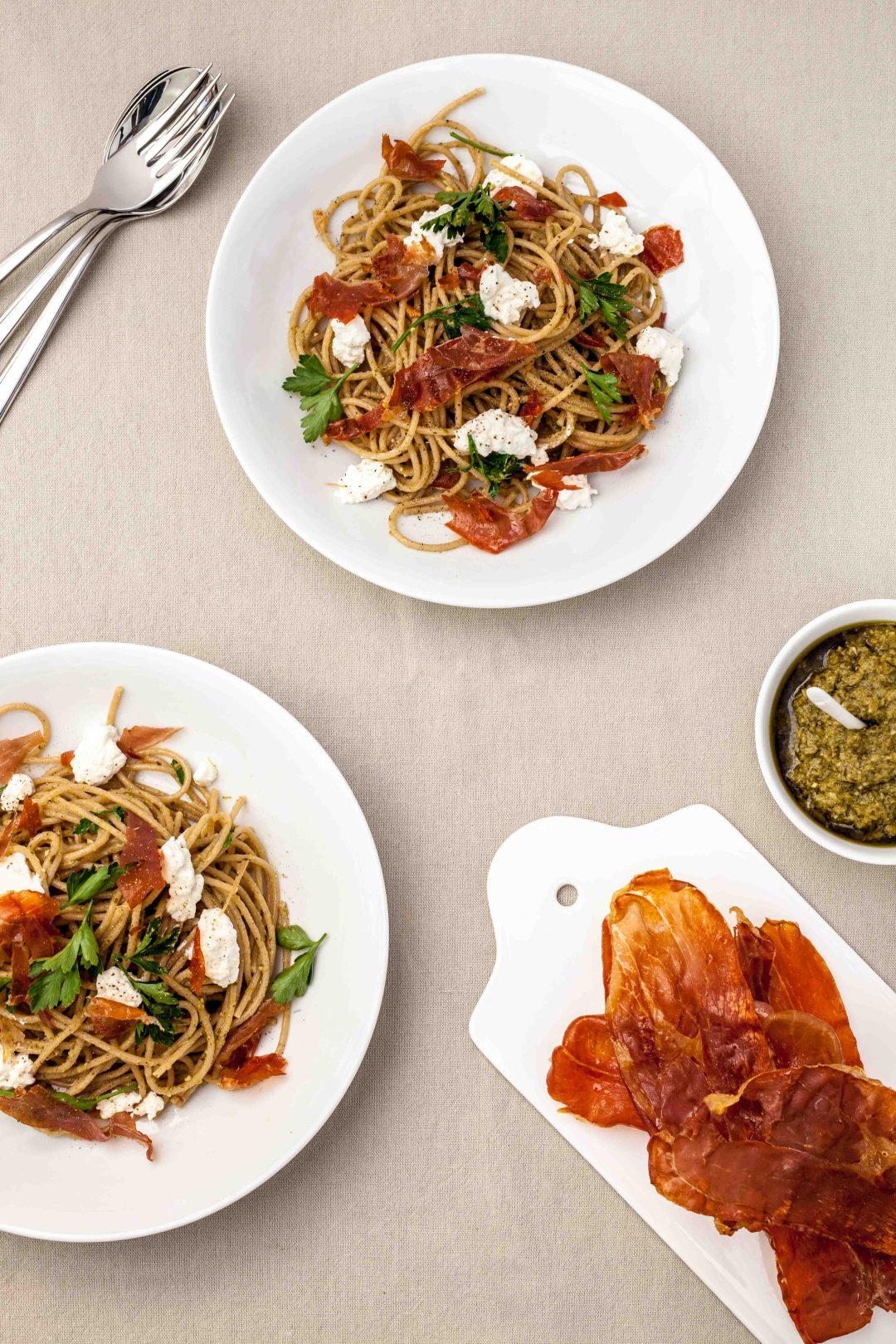 Spaghetti met pesto, prosciutto & ricotta