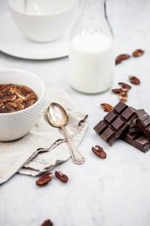 Chocolademelk met pecannoten & ahornsiroop