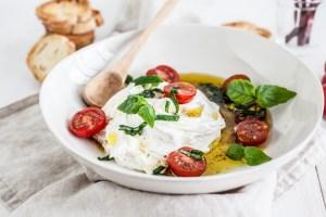 Ricotta-Mascarponecrème met gemarineerde tomaatjes & crostini's