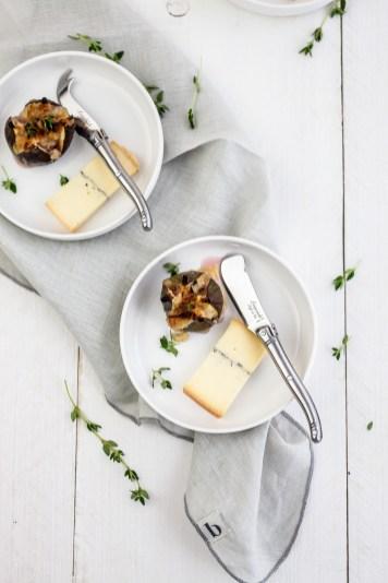 Vijgen met honingcrumble, tijm & morbier