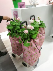 Pink and flowery shopping bag? No thanks…