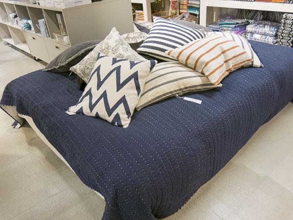pillows, pillowcases, bedspread