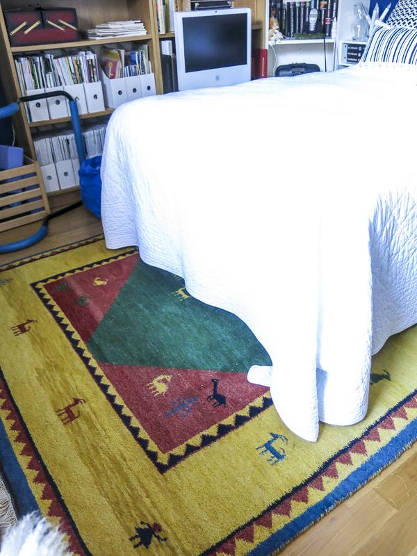 bedroom. carpet