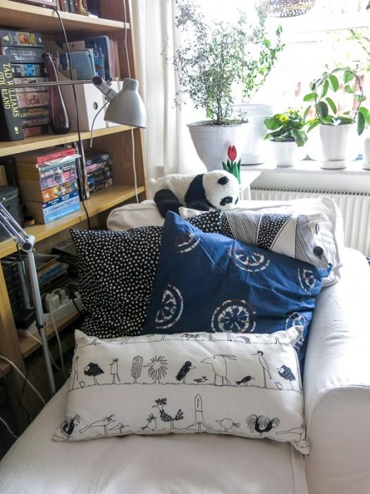 chaiselounge, pillows, livingroom