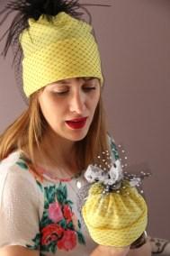 bonnet-jaune-plumes-ninou-laroze-clermont-ferrand