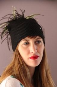 bonnet-noir-et-jaune-plumes-ninou-laroze-clermont-fd