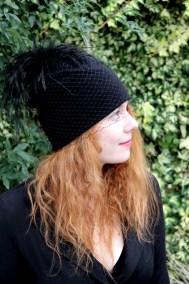 bonnet-noir-plume-ninou-laroze-clermont-ferrand