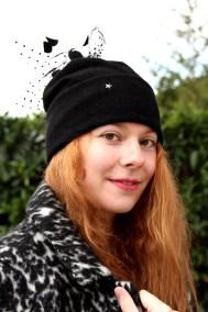 bonnet-noir-plume-ninou-laroze