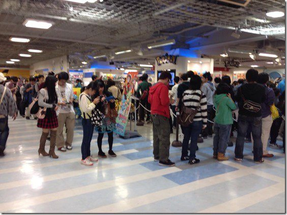 pokemon-center-sapporo-omega-ruby-queues-1