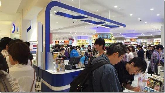 pokemon-center-tokyo-bay-omega-ruby-queues-1