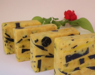 How to make soap at home using vegetable oils and other organic ingredients