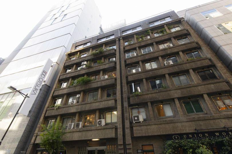 L'extérieur majestueux du bâtiment Ginza Okuno.