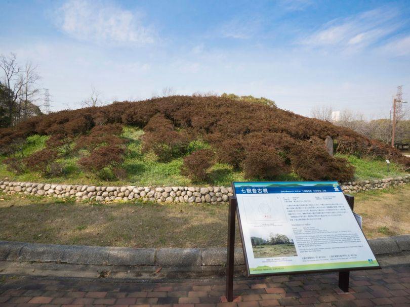 Il y a un certain nombre de tumulus plus petits dans le parc Daisen même.
