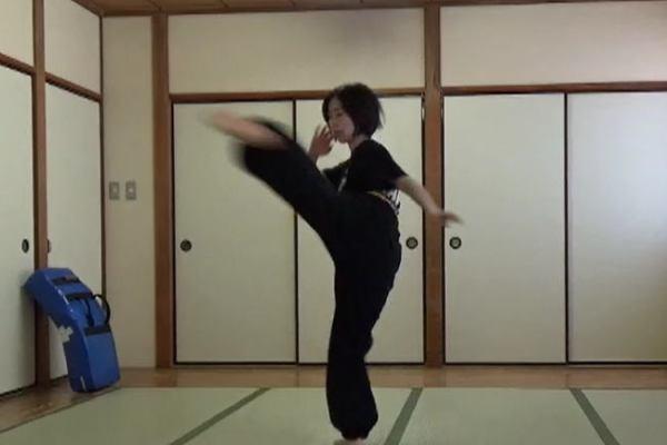 ミドルキック(中段回し蹴り)
