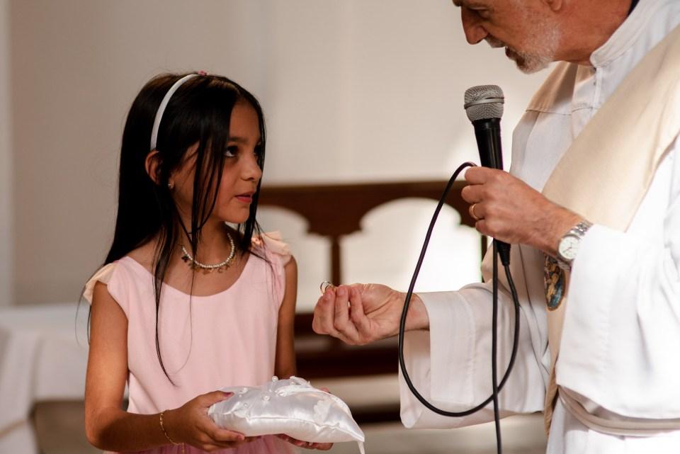 Nena anillos y sacerdote