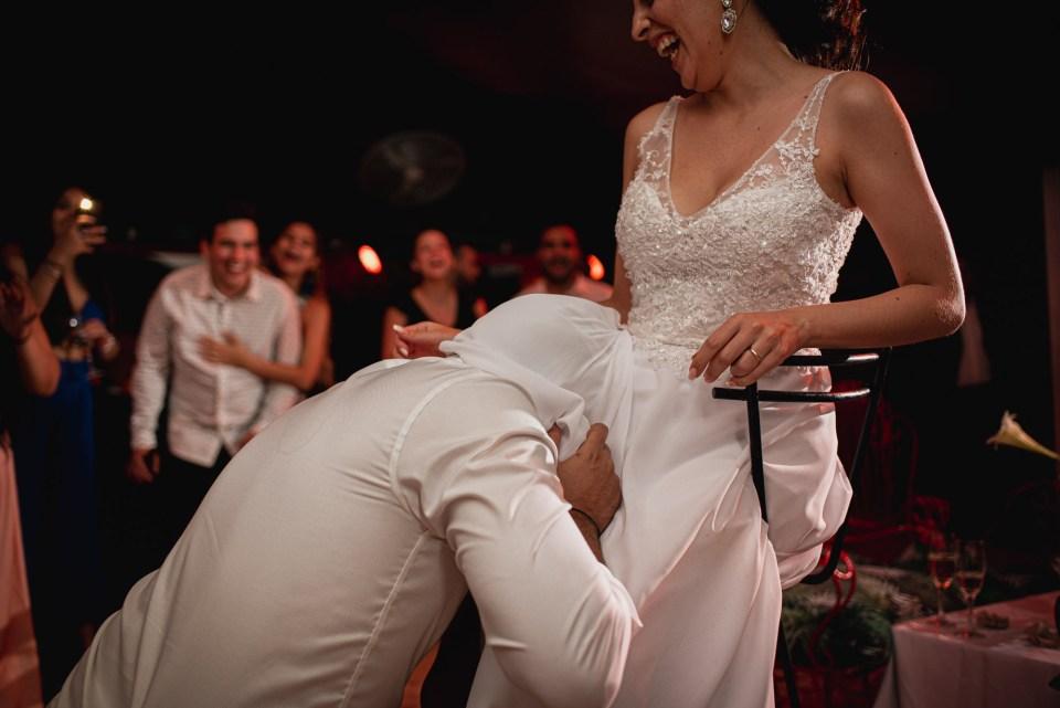 Novio con la novia tradicion