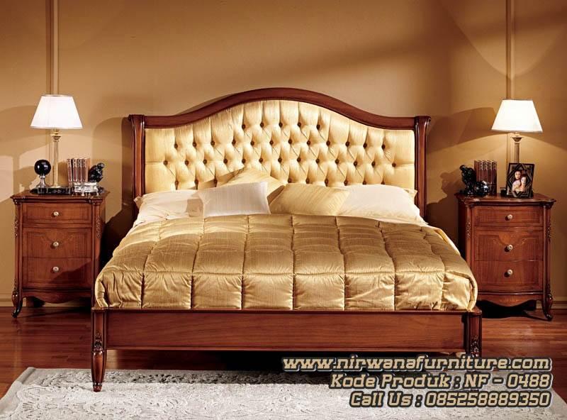Classic Style Tempat Tidur Kamar Utama