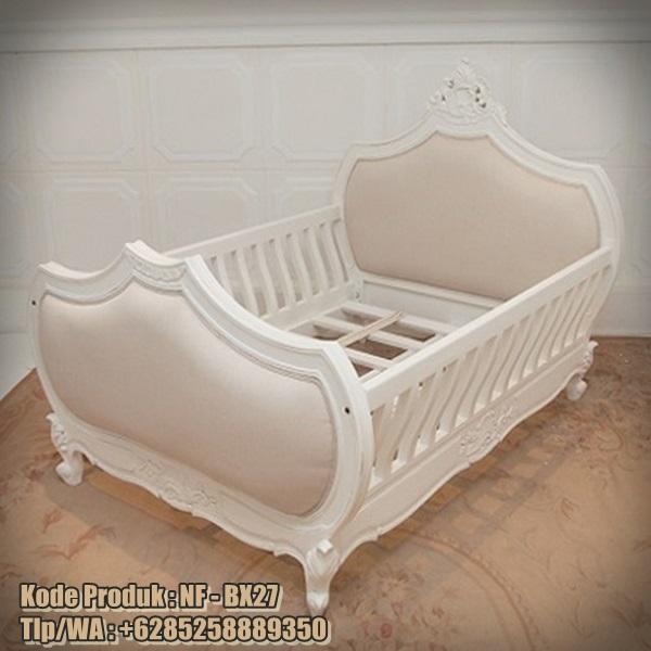 tempat tidur bayi model klasik desain mewah