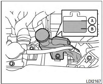Nissan Sentra Owners Manual: Checking engine coolant level