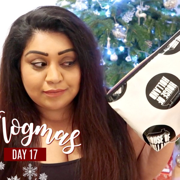 WHAT'S IN MY TRAVEL MAKEUP BAG / Nishi V Vlogmas Day 17, www.nishiv.com