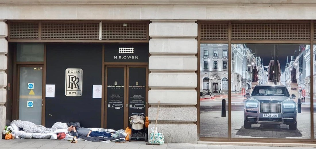 Lockdown London: Homeless people sleeping outside Rolls Royce showroom