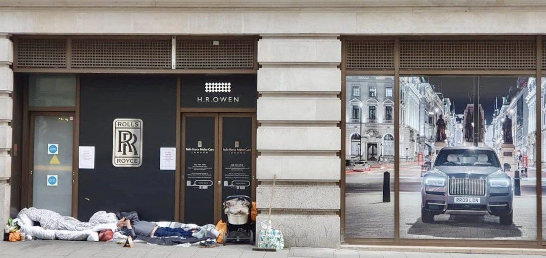 Lockdown London: Homeless people sleeping outside Rolls Royce showroom