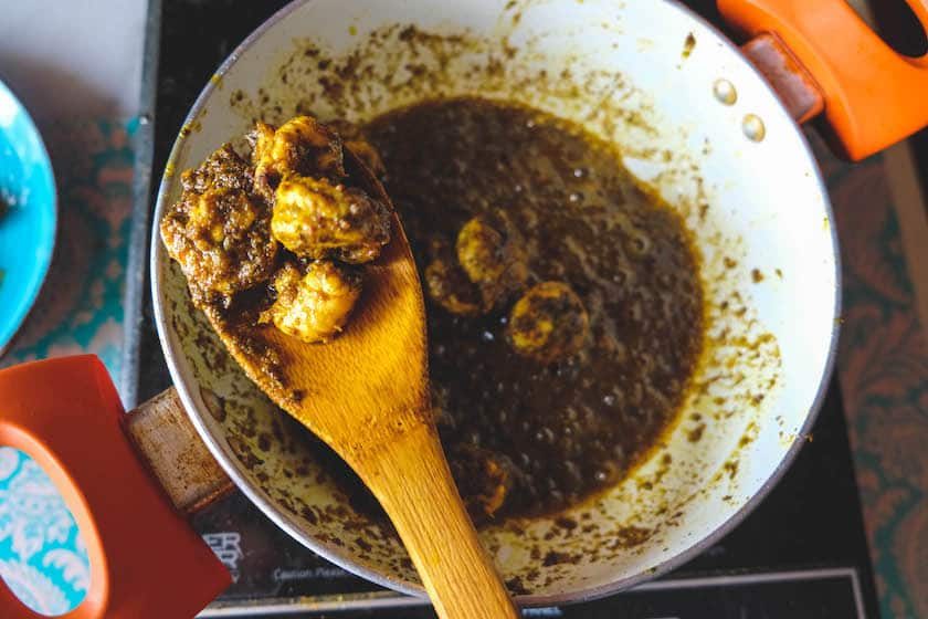 Fry untill drain out the oil and take the prawns out.