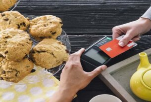 coronavirus pandemic shifting us towards a cashless society
