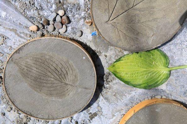 Leaf Print Concrete Stones via Stephanie @Garden Therapy