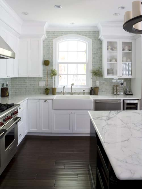traditional-kitchen-with-crown-molding-white-cabinets-and-carrara-marble-i_g-ISlig7yv31y57x0000000000-Se5jg