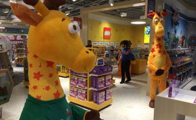 Toys R Us Reopens In N J Here S A First Look Inside The