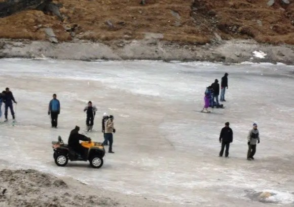 Frozen Baes River Rohtang pas njdiaries