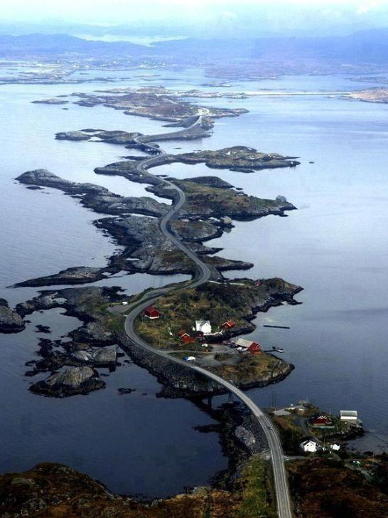 Atlantic-Ocean-Road-in-Norway-or-Atlanterhavsveien-42-