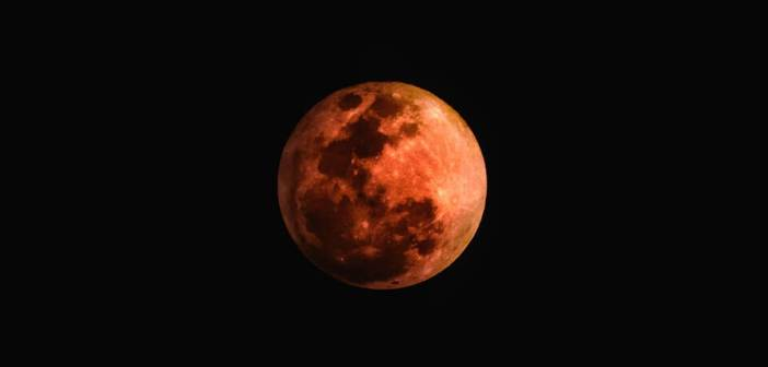 kırmızı ay