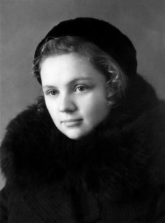Anonymous photographer, Soviet Union, 1950. Photo given 'in memory of our friendship' to school friend Ninuha (Nina) by N. (could be Nadezhda, Natalia, Nina...) Pomytina.