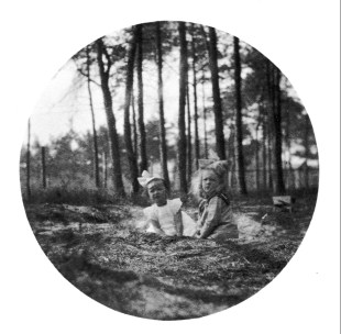 Anonymous photographer and unknown children. Somewhere. Late 19th century.