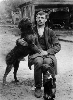 Anonymous photographer. Portrait of Emile (family name unknown) with his dogs Lucien and Zoete. Belgium, early 20th century.