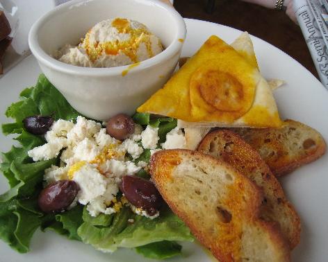 Hummus and toasted pita wedges