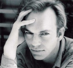https://i0.wp.com/www.nndb.com/people/242/000085984/hugo-weaving-1.jpg