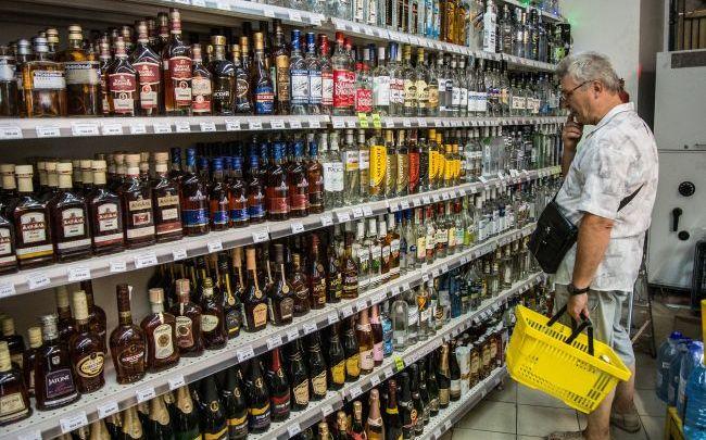 Верховна Рада: Внесено законопроєкт про заборону продажу алкогольних напоїв і сигарет в супермаркетах