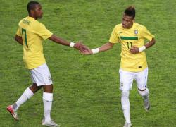 Robinho-Neymar-Selecao-Brasileira-Andres_LANIMA20131031_0085_47