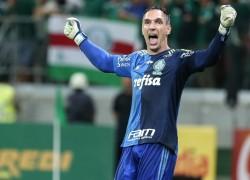 fernando-prass-comemora-apos-ser-o-heroi-do-palmeiras-contra-o-fluminense-na-semifinal-da-copa-do-brasil-1446086633419_956x500