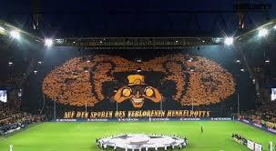 Mosaico da torcida do Dortmund